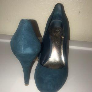 Suede round toe pumps